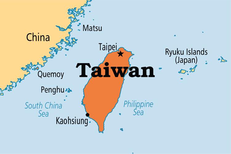 ताइवानमा ५.९ म्याग्नीच्यूडको भूकम्प, भूकम्पबाट त्रसित मानिसहरु ताइपेईका सडकमा