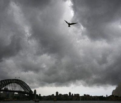 अस्ट्रेलियामा भीषण आँधीबेहरी : तीस हजार घरमा विद्युत आपुर्ति बन्द