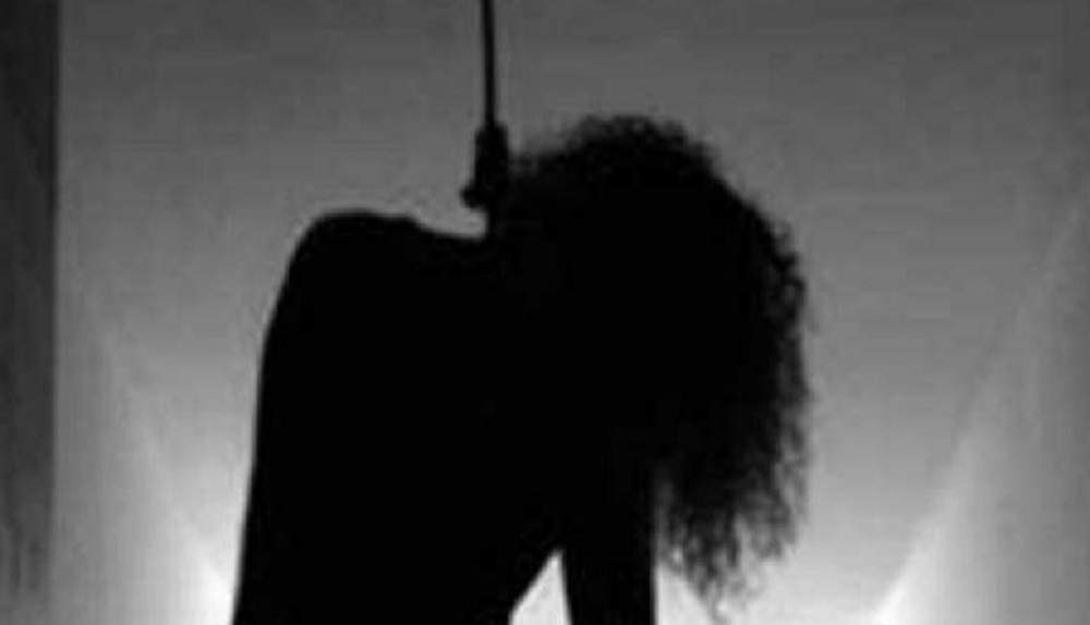 चितवनका कोरोना पोजेटिभले गरे आफ्नै घरमा झुण्डीएर आत्महत्या