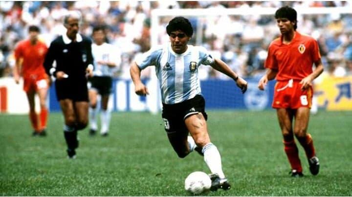 अर्जेन्टिनाका पूर्व कप्तान तथा फुटबलर डिएगो म्यारोडोनाको निधन