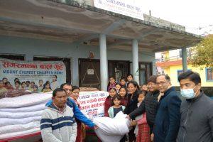 सगरमाथा बालगृहमा आश्रित बालिकाहरुलाई मित्र मिलन समूहद्वारा न्यानो कपडा सहयोग