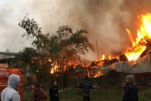 रामपुरको अनुपम फर्निचर उद्योगमा आगलागी: ४५ लाख बराबरको क्षति