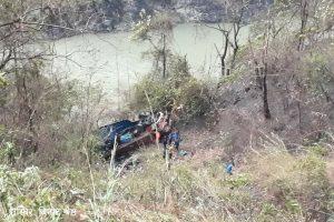 चितवनको घोप्टेभिरमा ट्रक दुर्घटना: दुई जना बेपत्ता