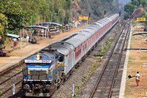 पाकिस्तानमा दुईवटा रेल जुधे, कम्तीमा ३० जनाको मृत्यु