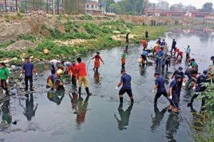 निषेधाज्ञा र वर्षाकाबीच वाग्मती सफाइ महाअभियान जारी