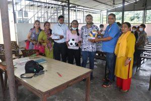 अमेरिकामा अध्ययनरत चितवनका दाजु बहिनीद्वारा चेपाङ केन्द्रका बालबालिकालाई स्टेशनरी सहयोग