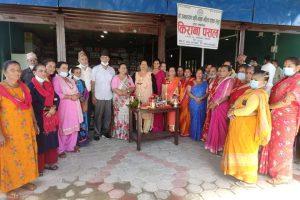 रत्ननगरको माधवपुरमा महिलाहरूले खाेले सुपथ पसल